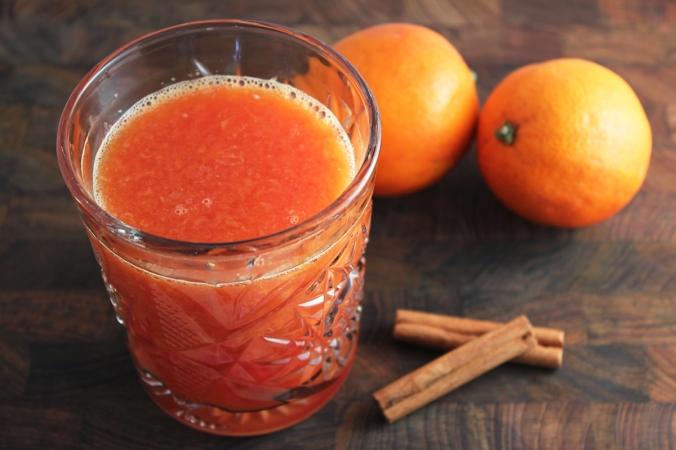 Het-apelsindryck-med-kanel-och-honung