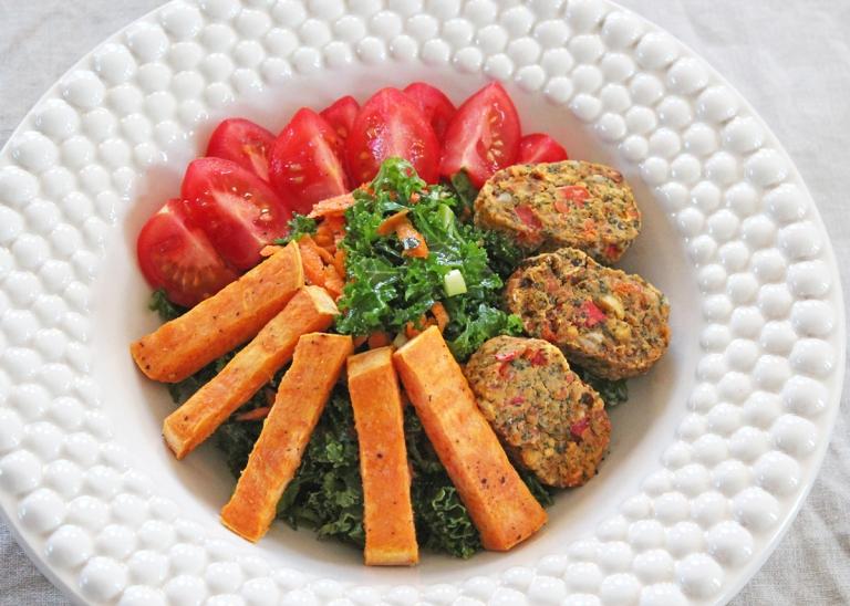 gronkalssallad-sotpotatis-chilibites
