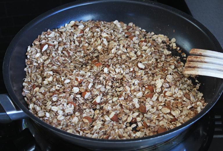 granola-i-stekpanna